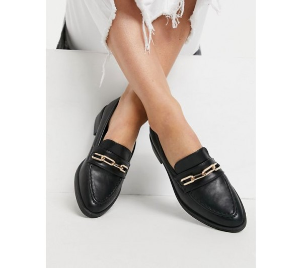Glamorous loafers with gold trim in black